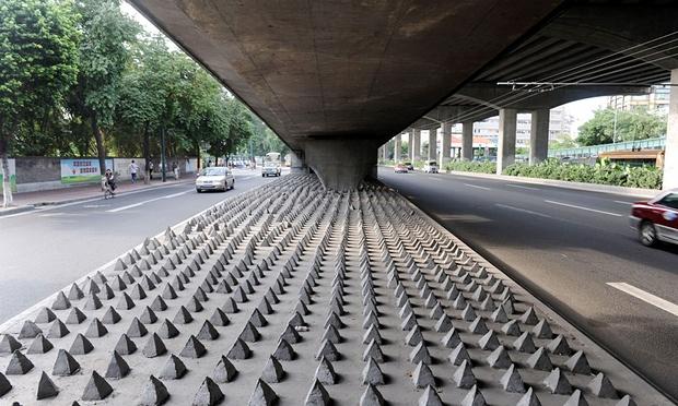 Các quốc gia ứng phó với việc người vô gia cư ngủ trên đường thế nào?