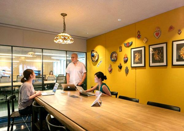 Ngồi làm việc lâu và ánh sáng văn phòng - những rủi ro sức khoẻ tại chỗ làm