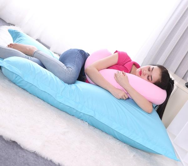 Công dụng của gối ôm với giấc ngủ
