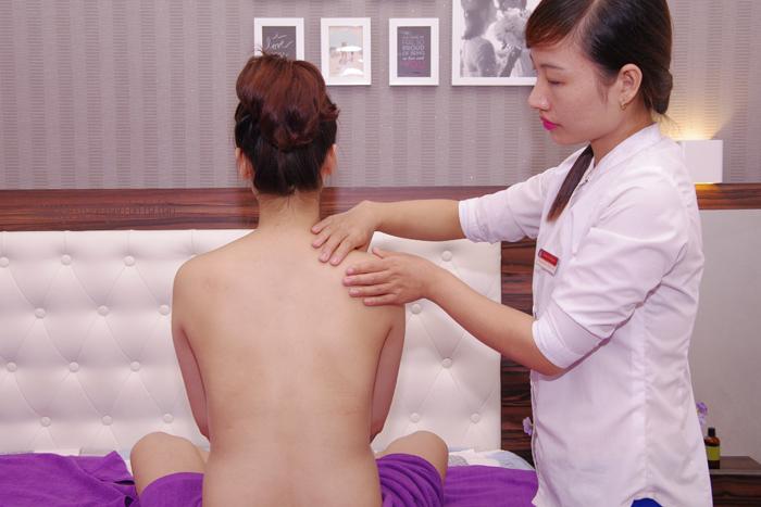 Mách mẹ bầu cách giảm đau vai cổ gáy