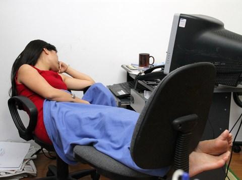 Mệt, ốm vì ngủ trưa sai tư thế tại văn phòng