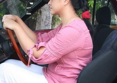 ngồi lái xe
