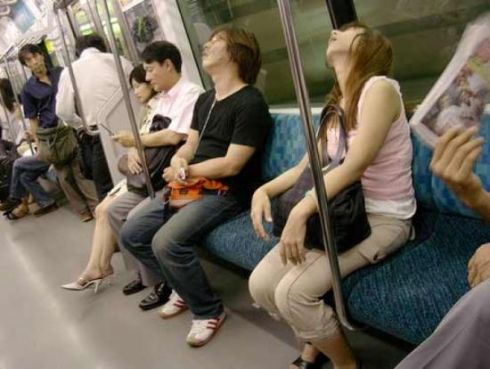 Tại sao người Nhật đánh giá cao người ngủ gật?