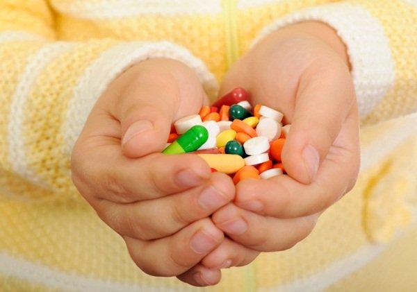 Trẻ ho, viêm họng hay sổ mũi tuyệt đối không nên dùng kháng sinh