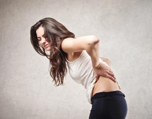 Vì sao lại bị đau lưng thường xuyên dù còn trẻ tuổi?