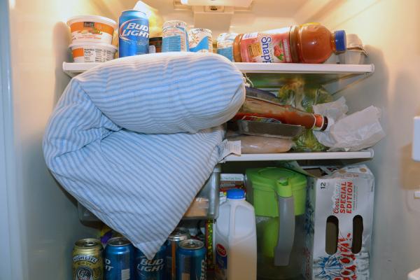 Đặt gối vào tủ lạnh 30 phút, bạn sẽ 'ngủ say sưa' mà không cần điều hòa